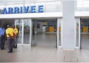 Un passager suspecté d'être atteint de la fièvre Ebola a été mis aux arrêts par les autorités aéroportuaires ce dimanche soir à l'Aéroport International Félix Houphouët-Boigny d'Abidjan.
