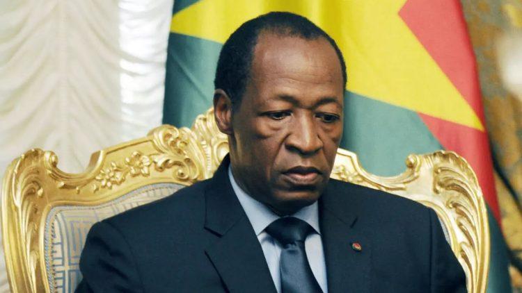 des burkinabè manifestent pour le respect de la Constitution par Compaoré