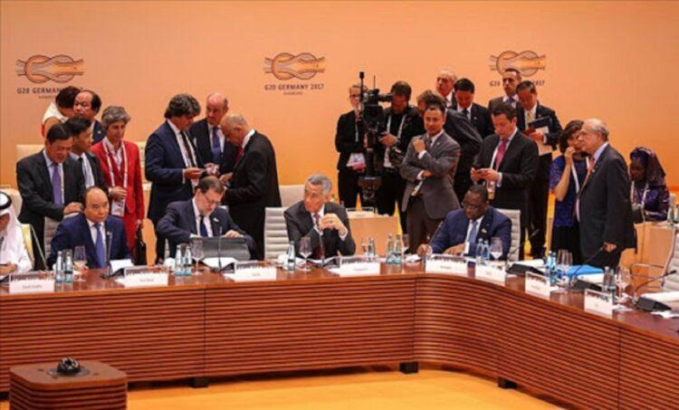 Réunis pour la 12e fois à Hambourg les 7 et 8 juillet 2017, sous la présidence de la chancelière Angela Merkel l, 20 leaders du monde (G20) ont planché sur les questions essentielles en vue de réguler le nouvel ordre mondial. Il s'agit du terrorisme, de l'économie mondiale, du commerce mondial, du climat, de l'énergie, du développement durable, de l'autonomisation des femmes et du partenariat avec le continent africain.
