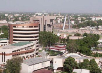 Récemment, le Tchad a réussi à lever plus de 20 milliards de dollars pour un Plan National de Développement, alors qu'il tablait sur 7 milliards de dollars seulement. L'objectif assigné à ce plan est de réduire la pauvreté et d'impulser le développement. Cependant, ces fonds qui seront collectés contribueront-ils au développement du pays ou s'agit-il d'une contrepartie des services géopolitiques que Deby rendra aux Occidentaux?