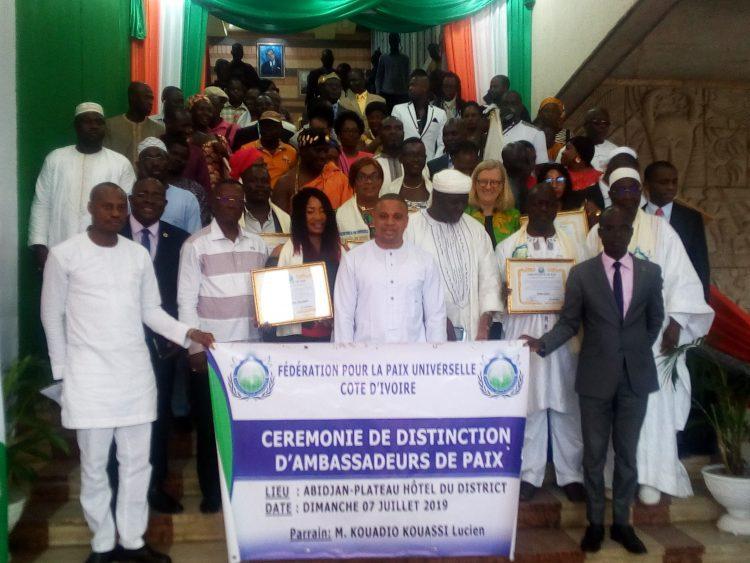 La fédération pour la paix universelle (FPU) a organisé une cérémonie de distinction de 10 nouveaux ambassadeurs de Paix dont Loukou Akissi Delphine alias Akissi Delta le dimanche 7 juillet 2019 à la salle Houphouët-Boigny du district d'Abidjan.