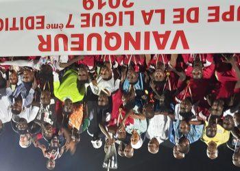 Remise de trophée. Photo: Adou Mel
