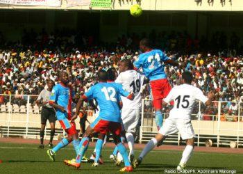 L'équipe nationale de la RDC (bleu) contre la Lybie (blanc)  le 24/03/2013 au stade de Martyrs à Kinshasa, lors du match nul: 0-0. Radio Okapi/Ph. Apollinaire Matongo