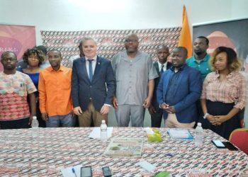 visite de l'ambassadeur d'Israël en Côte d'Ivoire, Léo Vinovezky à la rédaction l'Intelligent d'Abidjan. Photo: afrikipresse