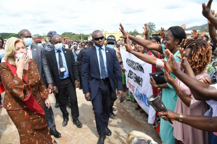 Visite d'Etat-Moronou : accueil populaire pour Dominique Ouattara (Côte d'Ivoire)