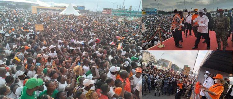 Alassane Ouattara communie avec des milliers de personnes à Abobo (campagne électorale, Côte d'Ivoire)
