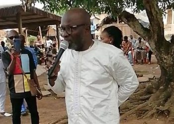 Le candidat Houla Tidiane échange avec ses parents de Bangolo