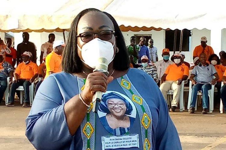 La place Alassane Ouattara de Toulepleu qui a accueilli entre 3000 et 5000 personnes venues écouter la candidate du RHDP Anne Ouloto.