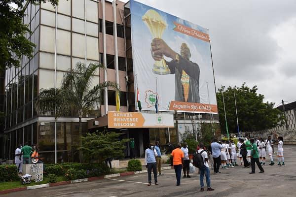 La Fédération Ivoirienne de Football (FIF) a procédé au renouvellement de son partenariat avec la LONACI à l'occasion d'une cérémonie de signature qui a eu lieu mercredi 24 mars 2021 au siège de la FIF à Abidjan.