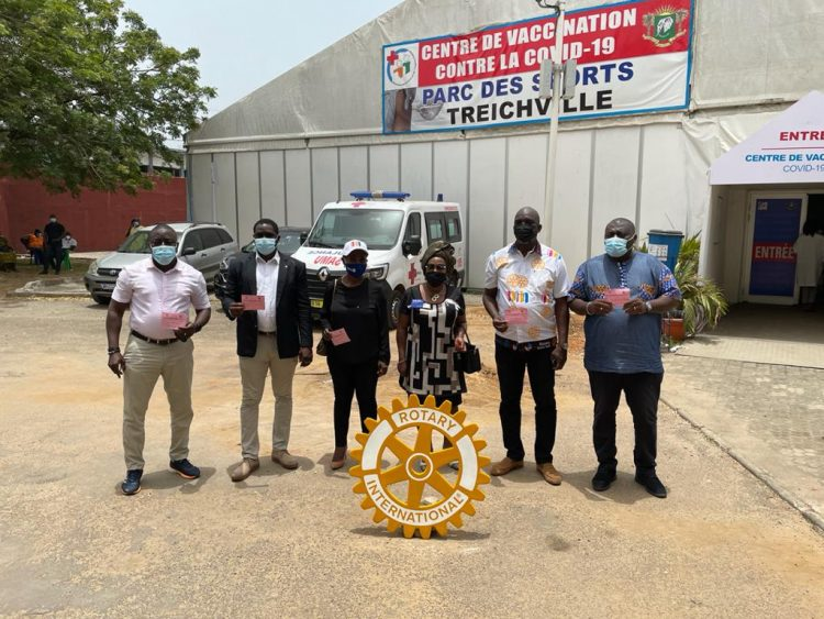 Vaccin anti COVID-19 : les rotariens donnent l'exemple (Côte d'Ivoire)
