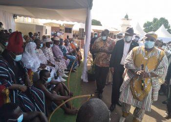 Funérailles traditionnelles de Gon Coulibaly : Guémon et Cavally offrent, 5 bœufs, 13 boubous , 1 Tonne de riz et 1 million de fcfa (Côte d'Ivoir