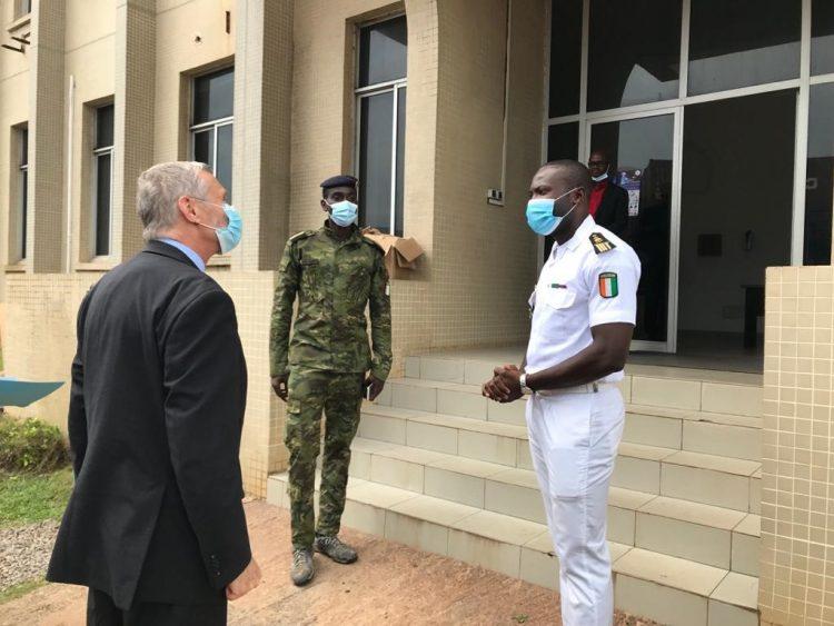 San Pedro : L'Ambassadeur des Etats-Unis Richard Bell a visité le Centre Opérationnel de la Marine