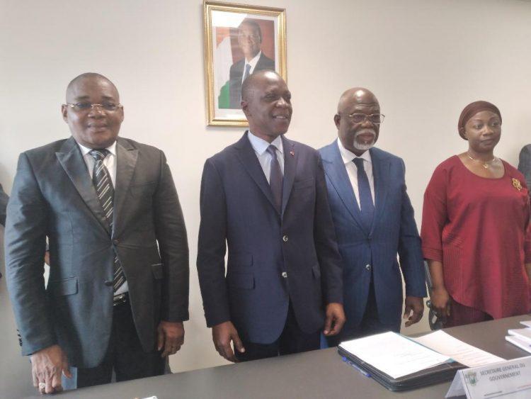La passation de charges entre le ministre Amadou Koné des transports et Philippe Dakpa Legré des Affaires maritimes a eu lieu le13 avril 2021
