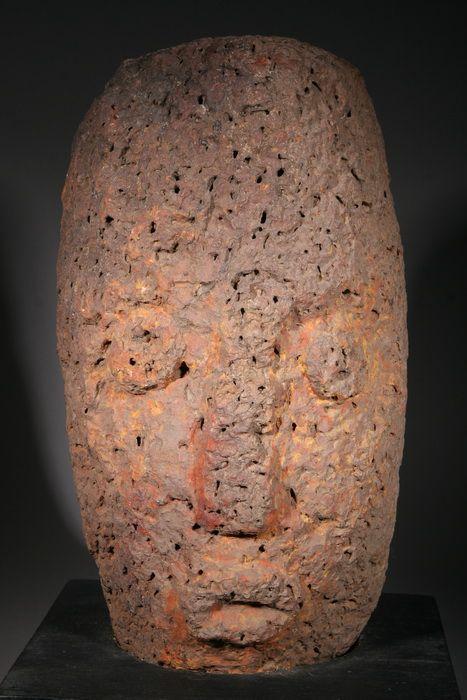 Objet d'art ivoirien  : des pierres sculptées de Gohitafla interceptées en France