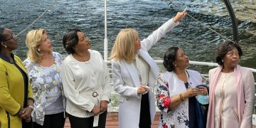 Brigitte Macron, a convié les épouses des chefs d'Etat Africains pour une coquette visite de la ville de Paris, le 17 mai 2021, sur la seine.