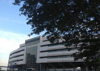 Les agents du groupe Bolloré transports et logistics Côte d'Ivoire ont organisé une grève le mercredi 16 juin 2021 au siège du groupe à Abidjan-Treichville pour exiger le départ de la directrice centrale des ressources humaines du groupe Tchinah Yaraye.