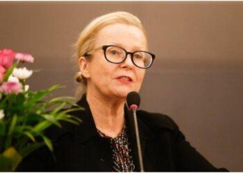 Anne Lemaistre invite les jeunes à prendre de la distance par rapport aux réseaux sociaux. Anne Lemaistre, la représentante résidente de l'Unesco en Côte d'Ivoire, a lancé cette invitation à prendre les distances par rapport aux réseaux sociaux, à l'endroit des jeunes, lors d'une conférence de presse, le jeudi 24 juin 2021 au siège de l'Unesco à Cocody-Angré. C'était dans le cadre du projet '' Africa 5.0'' de la Fafed.