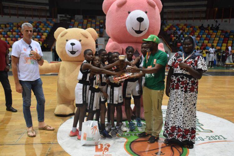 Les différentes catégories de jeunes (Benjamins, minimes, cadets et juniors) hommes et dames connaissent les noms de leurs champions de la saison 2020-2021 de basket-ball. Les équipes ont été sacrées à l'issue de mini-championnats joués samedi 5 juin 2021 au Palais des Sports de Treichville.