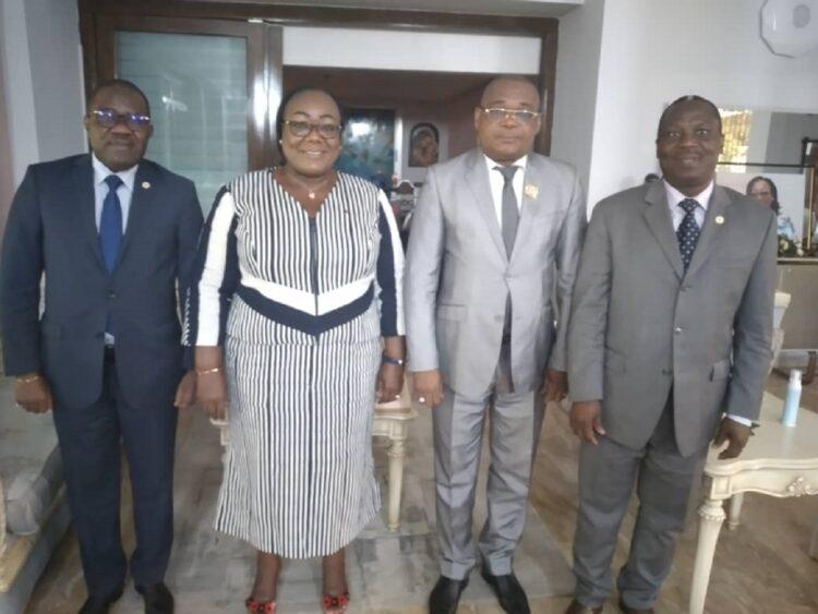 Avant leur départ pour Duekoue (ouest) dans le cadre de la cérémonie d'hommage et de reconnaissance au président Ouattara,(prévue le samedi 5 juin 2021), le sénateur Antoine Diet, le député Oula Privat et le secrétaire d'état aux affaires maritimes Serey Doh Célestin, se sont retrouvés au domicile de madame le ministre Anne Ouloto le jeudi 3 juin 2021 de 8h à 10h.