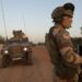 Le Président français, Emmanuel Macron, a annoncé, jeudi 17 juin 2021, la fin de l'opération « Barkhane ». Depuis 2014, la France est engagée au Sahel dans la lutte contre le terrorisme. L'idée de mettre fin à l'opération Barkhane, tout au moins dans sa forme actuelle, n'est pas récente. Mais, il semble que les choses se soient accélérées au lendemain du premier coup d'Etat du 18 août 2020, perpétré par les militaires maliens, qui ont mis fin au régime du président Ibrahim Boubacar Keïta (IBK). Déjà, sous IBK, un dialogue inclusif prévoyait d'ouvrir des négociations avec les groupes djihadistes.