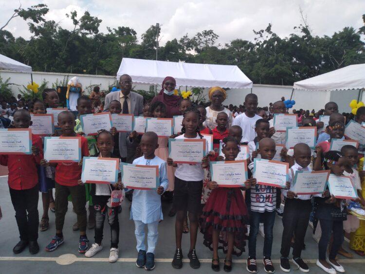 Le groupe scolaire d'Excellence de la fondation Children Of Africa de Madame Dominique Ouattara sis à Abobo (nord d'Abidjan) a fêté le jeudi 10 juin 2020 l'excellence de sa toute première promotion. C'était en présence de plusieurs parents d'élèves, des éducateurs et de mesdames Cissé Aïssatou et Béatrice Durand respectivement responsable de l'éducation et des Affaires Sociales de la fondation Children Of Africa. Au total 56 élèves de la maternelle et primaire, 3 enseignants et 3 agents des services techniques ont été distingués.