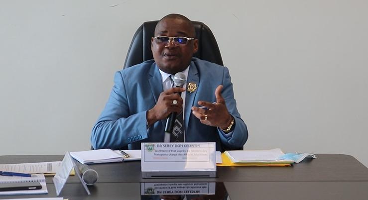 Face à l'ampleur des travaux de remblayage et de dragage anarchiques partout à Abidjan et à l'intérieur du pays, le secrétaire d'état auprès du ministre des Transport, chargé des Affaires Maritime, Serey Doh Célestin, après avoir informé par voie de presse le 11 mai dernier sur le respect du décret N0 2019-591 du 3 juillet 2019 relatif au remblayage, aux aménagements par endiguement, enrochement des rivages de la mer et des voies d'eau intérieures, a reçu le vendredi 11 juin 2021 les maîtres d'ouvrage des travaux de remblayage et les propriétaires de drague à son cabinet sis au 9eme étage de la tour A, Abidjan Plateau. Il leur a rappelé de vive voix ledit décret et les a invités à se conformer à la réglementation en vigueur sous deux mois. Il a également ordonné l'arrêt immédiat des travaux en cours. Enfin, Serey Doh Célestin en a profité pour annoncer la création d'une brigade spéciale à l'effet de traquer tout contrevenant.