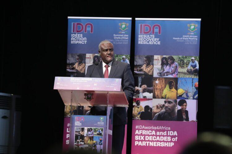 Président de la Commission de l'Union africaine, Moussa Faki Mahamat a indiqué que la pandémie de la COVID-1 9 « a montré les failles des modèles économiques de certains pays africains ».