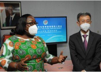 La ministre Anne Désirée Ouloto salue une similitude entre les luttes des présidents Alassane Ouattara, Chef de l'État ivoirien, et Xi Jinping, président de la République populaire de Chine, à travers un souci identique pour le bien-être de leurs peuples.