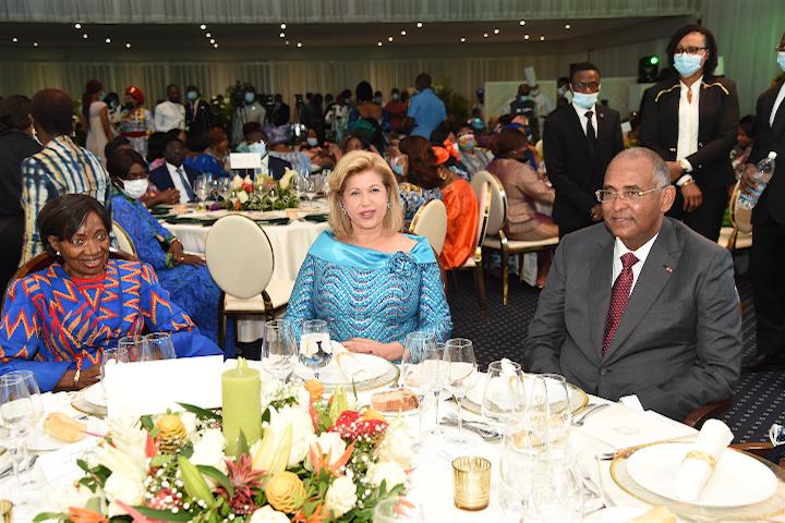 La Grande Chancelière de l'Ordre National, Henriette DAGRI DIABATE a été célébrée ce samedi 10 juillet 2021 au cours d'un déjeuner par plusieurs personnalités en présence du premier ministre, Achi Patrick et la première Dame Dominique Ouattara.