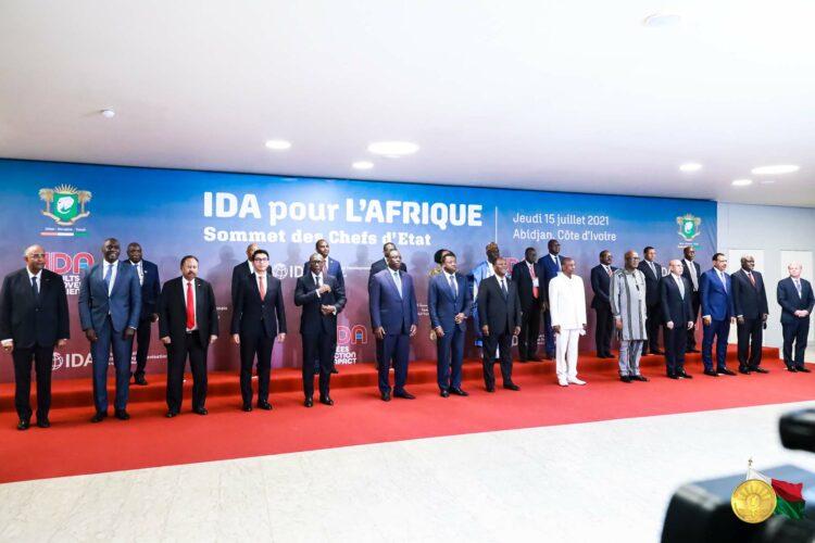 La sécurité, la lutte contre la COVID-19 et la relance de son économie sont, pour l'Afrique l'occasion de penser différemment son développement en allant vers plus d'autonomie. Pour le continent, s'ouvrir au monde, participer à la mondialisation des échanges commerciaux, ne doit pas signifier accepter de rester éternellement sous la dépendance des aides extérieures ou de s'en remettre à la solidarité internationale.
