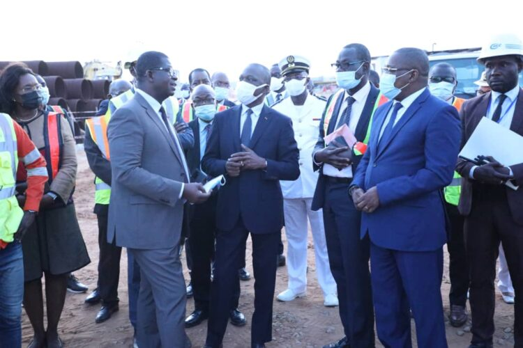 Le secrétaire d'État auprès du ministre des transports, chargé des affaires maritimes, Serey Doh Célestin était ce jeudi 6 juillet 2021 au port autonome d'Abidjan en compagnie du ministre des transports, Amadou Koné.