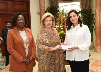 Le mercredi 07 juillet 2021, la chanteuse franco-marocaine Sofia Mestari a offert un chèque d'un montant de trente-cinq (35) millions F CFA, à la première dame Madame Dominique Ouattara, Présidente de la Fondation Children Of Africa.