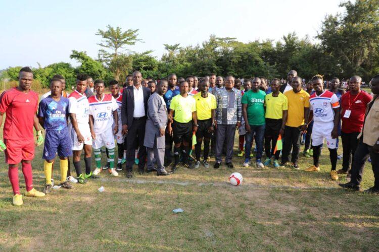 Le secrétaire d'Etat aux affaires maritimes, Serey Doh Célestin, par ailleurs président du conseil régional du Guémon a présidé la cérémonie de lancement du tournoi de football doté de la coupe Dominique Ouattara. C'était le dimanche 1er Aout 2021 à Zouatta 1, dans le département de Facobly (Ouest).