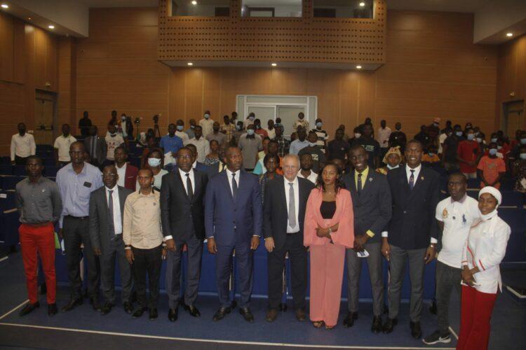 Mamadou Touré, ministre de la Promotion de la Jeunesse, de l'Insertion professionnelle et du Service civique, a procédé à l'ouverture d'un cours inaugural avec les auditeurs de l'Institut de formation politique Amadou Gon Coulibaly (IFPAGC) à l'auditorium de la Cnps à Abidjan-Plateau le mardi 10 août 2021. Lors de cette rencontre, Mamadou Touré, président du Conseil d'administration de l'IFPAGC a indiqué que cet institut va former 200 jeunes pour qu'ils servent politiquement et socialement.