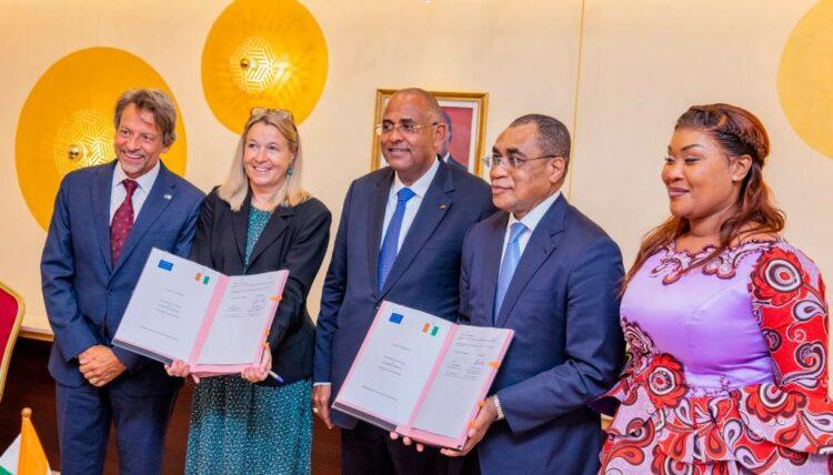 Le gouvernement ivoirien et l'Union Européenne (UE), la Banque Européenne d'Investissement (BEI) et l'Allemagne, en tant que « Team Europe » ont signé le 23 septembre 2021 à Abidjan, plusieurs accords d'un montant global de 100 milliards de FCFA pour soutenir la relance économique post-COVID-19 et le renforcement du système de santé et de solidarité de la Côte d'Ivoire.
