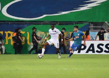 La 6ème journée de Süper Lig turc disputée le mardi 21 septembre 2021, a vu Altay Spor Külübü de l'international ivoirien AKA SERGE ARNAUD, s'imposer à l'extérieur sur la pelouse de Rizespor, 2 buts à 1. Entré à la 46ème minute, ''Le palmier'' comme on l'appelle, a réussi avec ses 5 récupérations de balles, 2 interceptions de passes adverses et 83% de passes réussis, à stabiliser le milieu de terrain de sa formation dans ce match en déplacement très disputé.