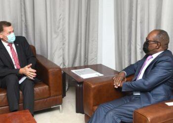 Le 23 septembre 2021, le Ministre des Finances a rencontré Roger Denzer, ambassadeur Suisse en République Démocratique du Congo, pour discuter des détails du programme économique que le gouvernement congolais a conclu avec le FMI. Ce programme est conforme aux priorités de l'État et vise à maintenir la stabilité macroéconomique afin d'engager la RDC sur la voie d'une croissance durable et inclusive, axée sur l'amélioration du capital humain et une gouvernance solide.