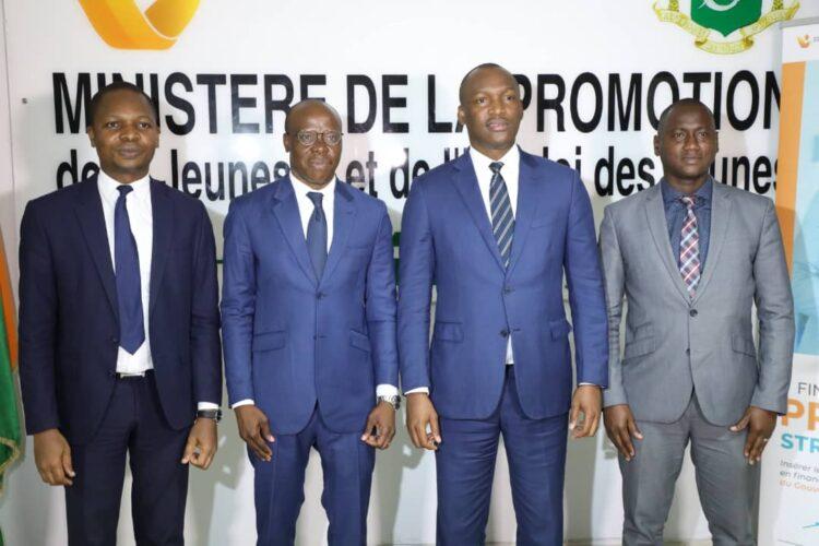 Mamadou Touré a présidé la cérémonie de signature de partenariat entre l'Agence Emploi Jeunes et la Fondation Magic System pour le FEMUA.