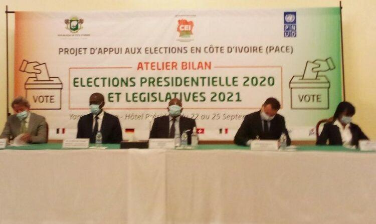 La salle Alabo d'un hôtel de Yamoussoukro abrite depuis le 22 septembre 2021 un atelier-bilan des élections présidentielles 2020 et des législatives 2021 organisé par la commission électorale indépendante (cei) avec l'appui financier et institutionnel du Pnud. Ce, dans le cadre du projet d'appui aux élections en Côte d'Ivoire.