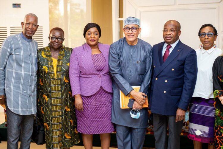 """""""N'ayons pas peur de nos rondeurs, n'ayons pas peur de la beauté africaine"""". C'est ce qu'a dit Siandou Fofana ministre ivoirien du Tourisme et des Loisirs aux acteurs de la mode et aux créateurs nationaux et internationaux lors du lancement de la 13è édition du Festival international de la mode en Afrique(Fima) jeudi 30 septembre 2021 dans un hôtel d'Abidjan-Cocody. Festival qui aura lieu à Niamey au Niger du 1er au 05 décembre 2021 avec pour pays-invité, la Côte d'Ivoire."""