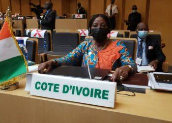 Kandia Camara, la ministre d'État, ministre des Affaires étrangères, de l'Intégration africaine et de la diaspora de Côte d'Ivoire, continue son offensive diplomatique. Présente à Addis-Abeba en Éthiopie, elle prend une part active à la 39ème session ministérielle du conseil exécutif de l'Union africaine (UA) qui se tient du 13 au 16 octobre. À ces assises, le mérite du président ivoirien Alassane Ouattara en matière de mise en œuvre de l'agenda 2063 a été reconnu par l'assemblée.