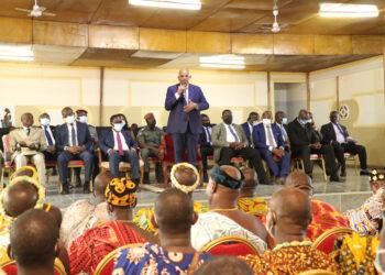 En marge de la cérémonie d'inauguration du nouveau Centre hospitalier régional (CHR) d'Aboisso, le jeudi 21 octobre 2021, le Premier ministre ivoirien Patrick Achi a salué la contribution des chefs traditionnels de la région du Sud-Comoé à la promotion de la cohésion sociale et la préservation de la paix, au cours d'une rencontre d'échanges.