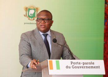 Le Conseil des ministres a adopté un décret portant transformation de PETROCI Holding de société anonyme à participation majoritaire de l'Etat en société d'Etat au capital détenu entièrement par l'Etat de Côte d'Ivoire. L'information a été donnée par le porte- parole du gouvernement, Amadou Coulibaly, à l'issue du Conseil des ministres, le mercredi 20 octobre 2021 à Abidjan.