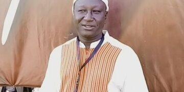 Adama Roamba, est un producteur-réalisateur de cinéma. Il est de nationalité burkinabè, et se définit comme Ivoiro-Burkinabè. Il dit rêver de voir le cinéma ivoirien et le cinéma burkinabè, devenir un seul cinéma. Né à Oumé en Côte d'Ivoire, Adama Roamba a bénéficié de la bourse scolaire de l'État ivoirien quand il était au collège Racine de Divo. Rencontré au siège du Fespaco, parle de ses productions et de ce qu'il pense de l'organisation de la fête du cinéma, du cinéma ivoirien et du cinéma burkinabè.